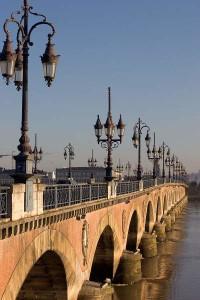 800px-Bordeaux_Pont_de_Pierre
